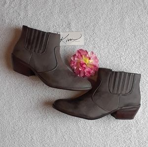 NWT Kim Rogers Taupe Pacie Booties